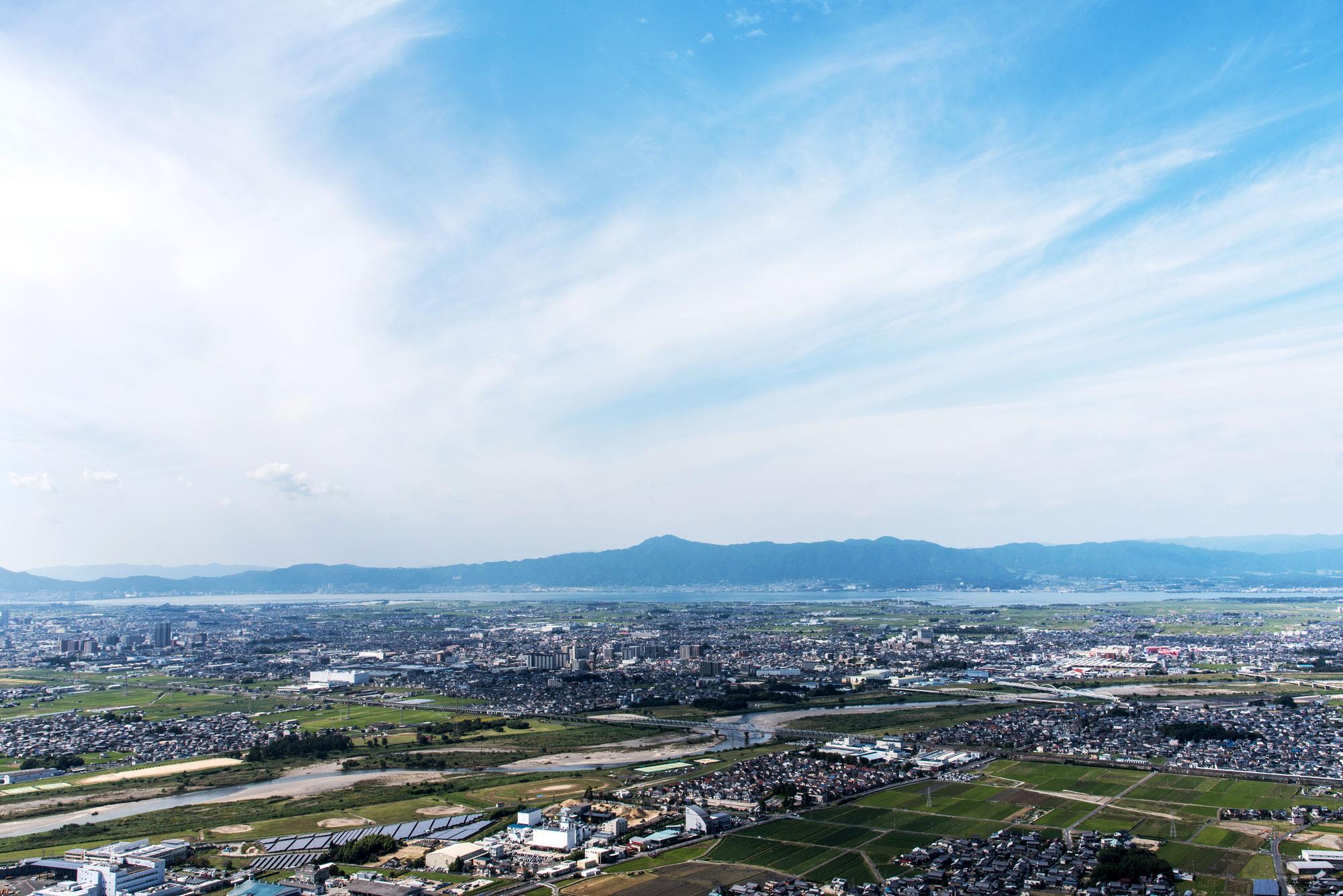 三上山から俯瞰する野洲市