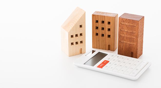 マンションの模型と電卓
