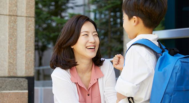 子と話す母