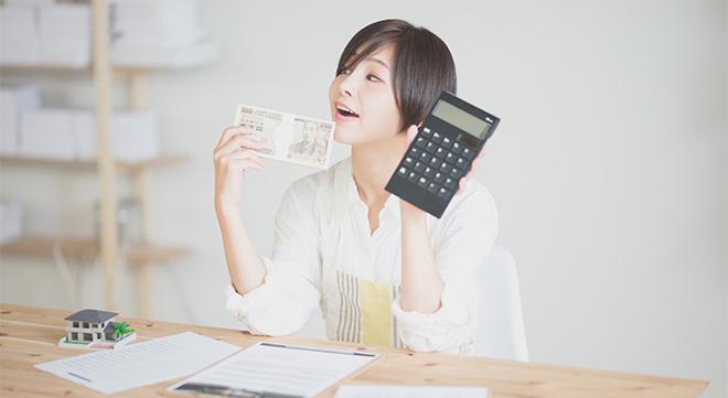 家計を考える女性